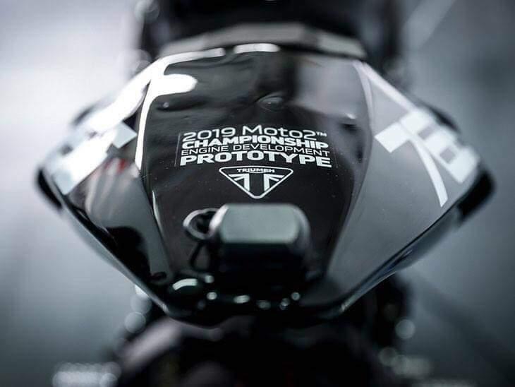 Triumph motoriste du MOTO2  21371010
