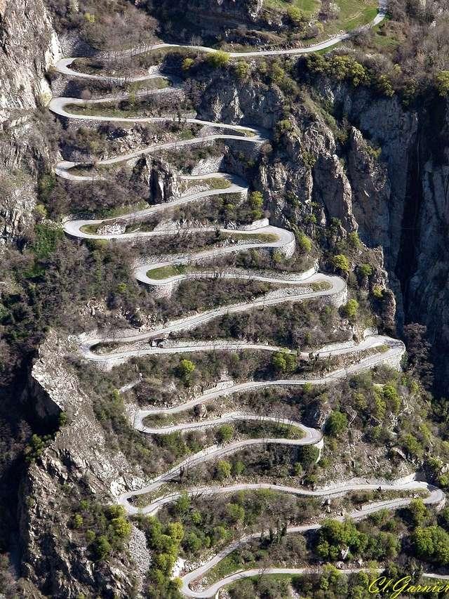Roads sympas dans les Alpes. Montve10