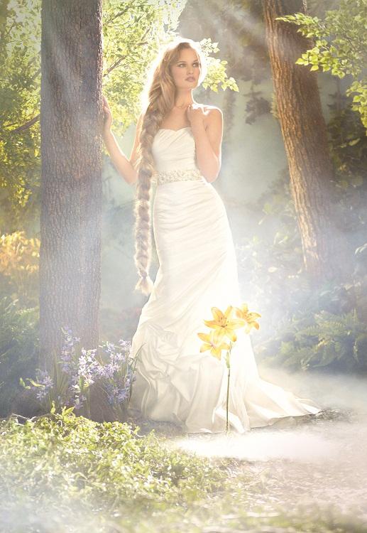 Disney se lance dans la robe de mariée - Page 6 214_lg10