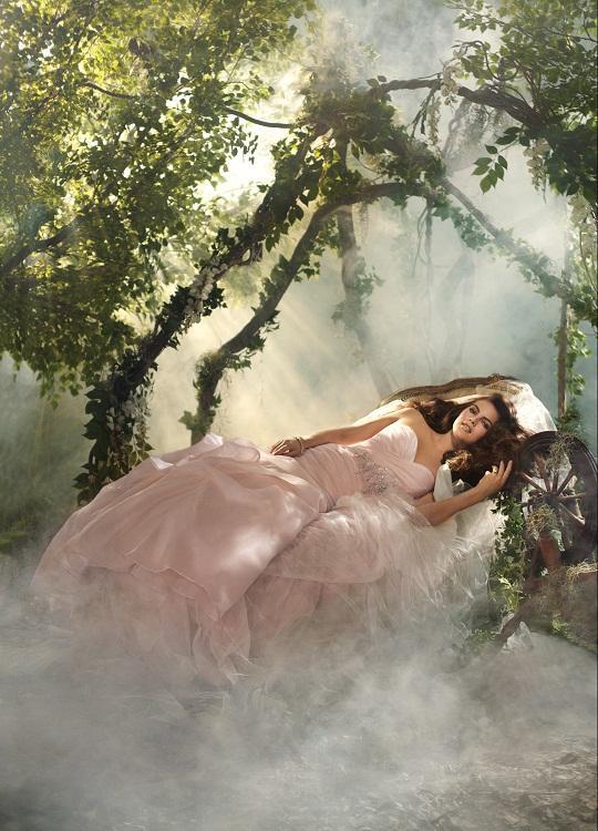 Disney se lance dans la robe de mariée - Page 5 Alfred11