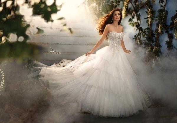 Disney se lance dans la robe de mariée - Page 5 Alfred14