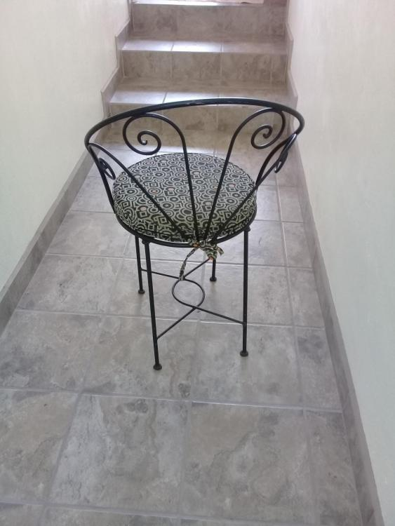 6 wrought iron chairs and cushions Wrough10