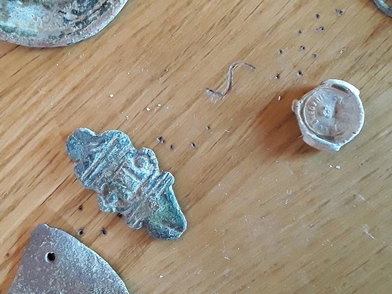 Objet métallique divers poubelle GB  20170814