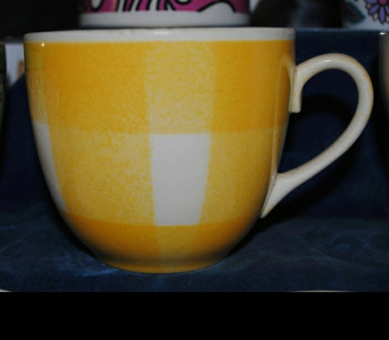Yellow check pattern cup shape Screen14