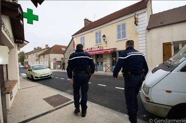 50.000 gendarmes devront être recrutés dans les cinq ans à venir . Gendar10
