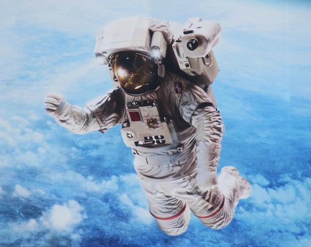 L'Hôtel de la Marine à Paris ''s'offre'' une publicité spatiale pour sa rénovation Img_0111