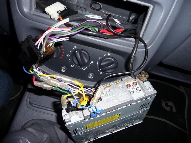 (Abandonné )[ BMW E46 330d ]  problème autoradio Autora10
