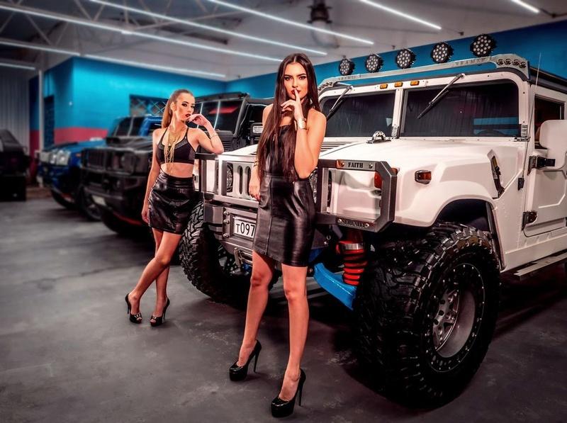 """Le Hummer sera toujours éternel !? Une petite production Hummer H1 ! En bref une Review du  Hummer H1! Ramsmobile Art-series avec la """"Komanche"""" et la """"Striker"""" edition. Exteri10"""