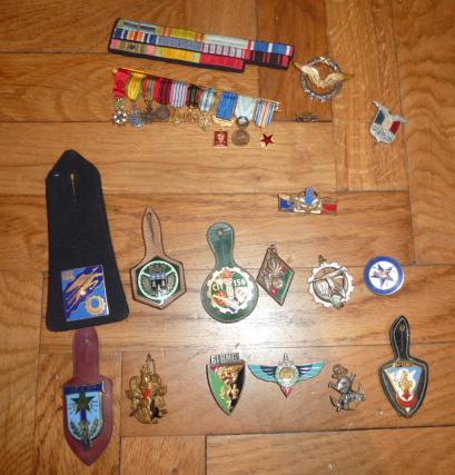 Ordres, médailles, insignes, Ritterkreuzträger, Naginatas, 17ème Hussard de Braunschweig, Mein Kampf, Fahrtenmesser HJ, croix de fer, insignes régimentaires...... P1530298