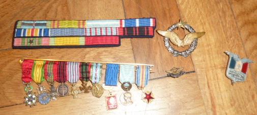 Ordres, médailles, insignes, Ritterkreuzträger, Naginatas, 17ème Hussard de Braunschweig, Mein Kampf, Fahrtenmesser HJ, croix de fer, insignes régimentaires...... P1530299