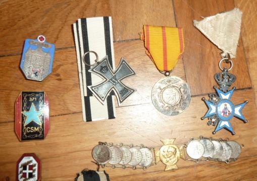 Ordres, médailles, insignes, Ritterkreuzträger, Naginatas, 17ème Hussard de Braunschweig, Mein Kampf, Fahrtenmesser HJ, croix de fer, insignes régimentaires...... P1530300