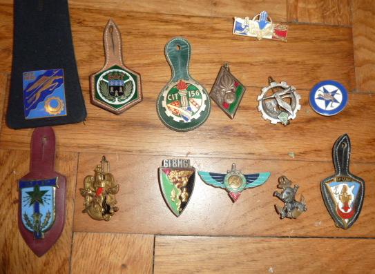 Ordres, médailles, insignes, Ritterkreuzträger, Naginatas, 17ème Hussard de Braunschweig, Mein Kampf, Fahrtenmesser HJ, croix de fer, insignes régimentaires...... P1530301