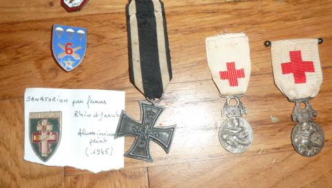 Ordres, médailles, insignes, Ritterkreuzträger, Naginatas, 17ème Hussard de Braunschweig, Mein Kampf, Fahrtenmesser HJ, croix de fer, insignes régimentaires...... P1530302