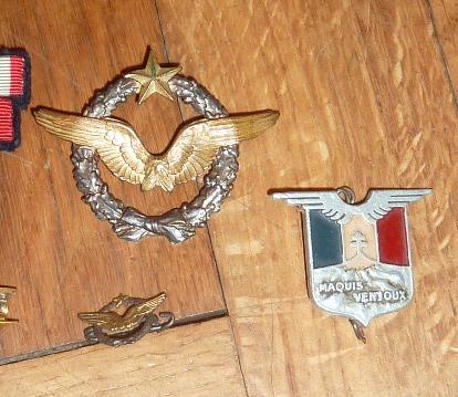 Ordres, médailles, insignes, Ritterkreuzträger, Naginatas, 17ème Hussard de Braunschweig, Mein Kampf, Fahrtenmesser HJ, croix de fer, insignes régimentaires...... P1530305