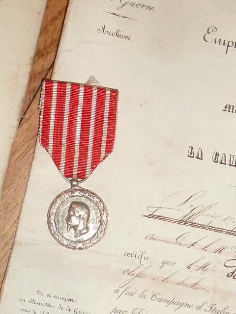 Ordres, médailles, insignes, Ritterkreuzträger, Naginatas, 17ème Hussard de Braunschweig, Mein Kampf, Fahrtenmesser HJ, croix de fer, insignes régimentaires...... P1530322