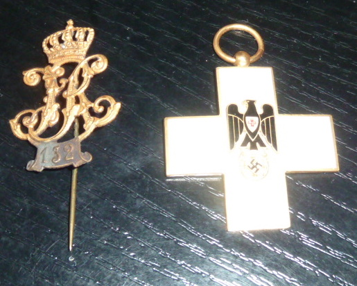 Ordres, médailles, insignes, Ritterkreuzträger, Naginatas, 17ème Hussard de Braunschweig, Mein Kampf, Fahrtenmesser HJ, croix de fer, insignes régimentaires...... P1530324