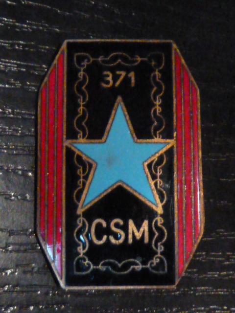 Ordres, médailles, insignes, Ritterkreuzträger, Naginatas, 17ème Hussard de Braunschweig, Mein Kampf, Fahrtenmesser HJ, croix de fer, insignes régimentaires...... P1530331