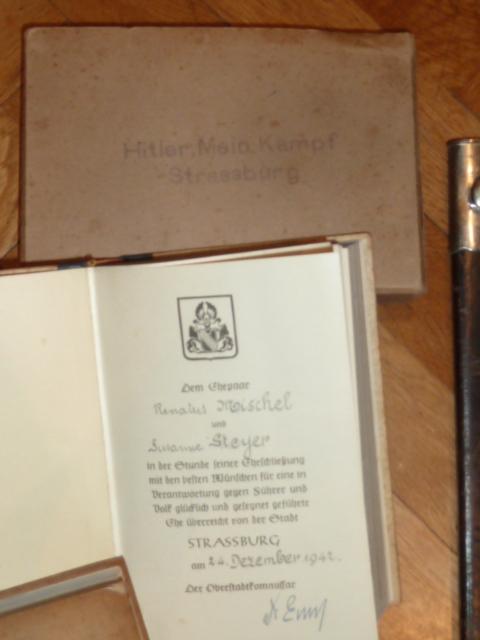 """De nouveaux objets pour le prochain update: des """"Mein Kampf"""", une dague de l'association de tireurs allemands..... P1530519"""