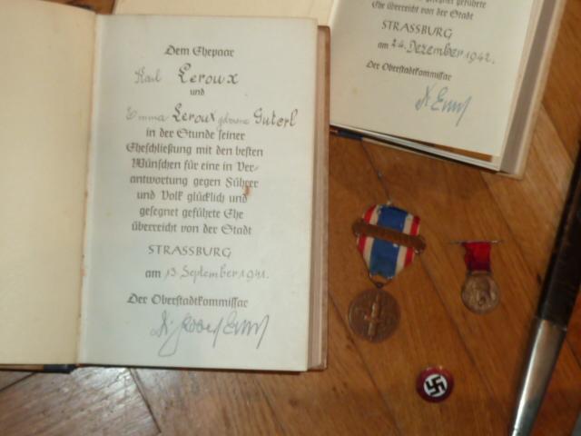 """De nouveaux objets pour le prochain update: des """"Mein Kampf"""", une dague de l'association de tireurs allemands..... P1530522"""