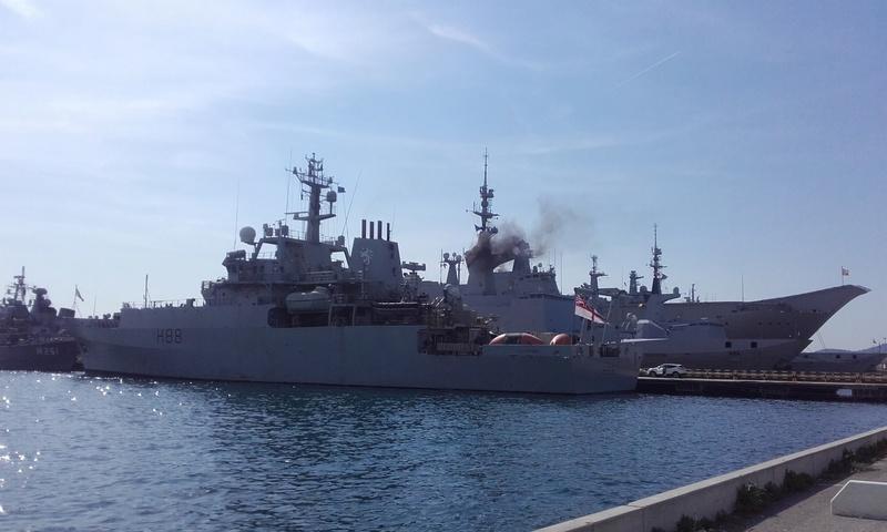 [LES PORTS MILITAIRES DE MÉTROPOLE] Mouvements de Bâtiments dans la rade de Toulon - Page 15 05912