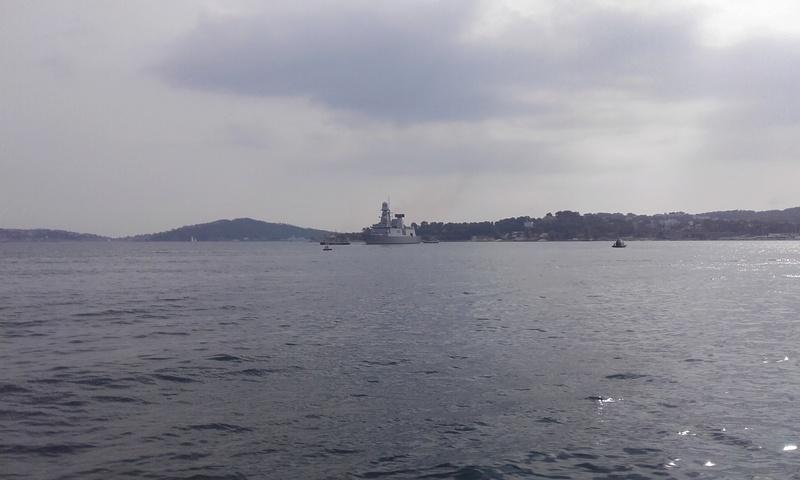 [LES PORTS MILITAIRES DE MÉTROPOLE] Mouvements de Bâtiments dans la rade de Toulon - Page 15 20811