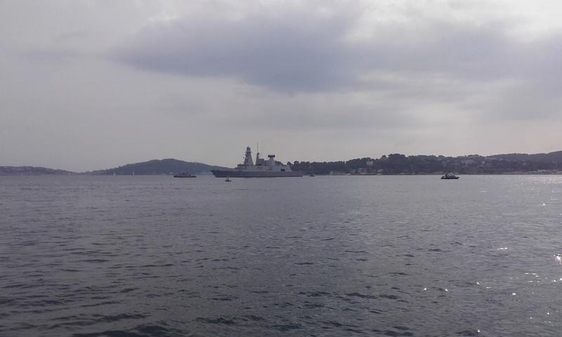 [LES PORTS MILITAIRES DE MÉTROPOLE] Mouvements de Bâtiments dans la rade de Toulon - Page 15 20910