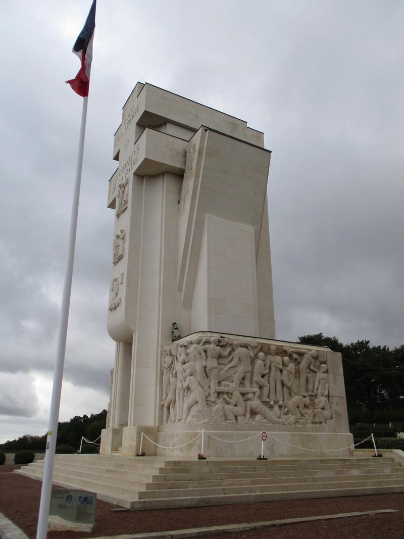 [ Histoires et histoire ] LES CIMETIÈRES MILITAIRES FRANCAIS 29710