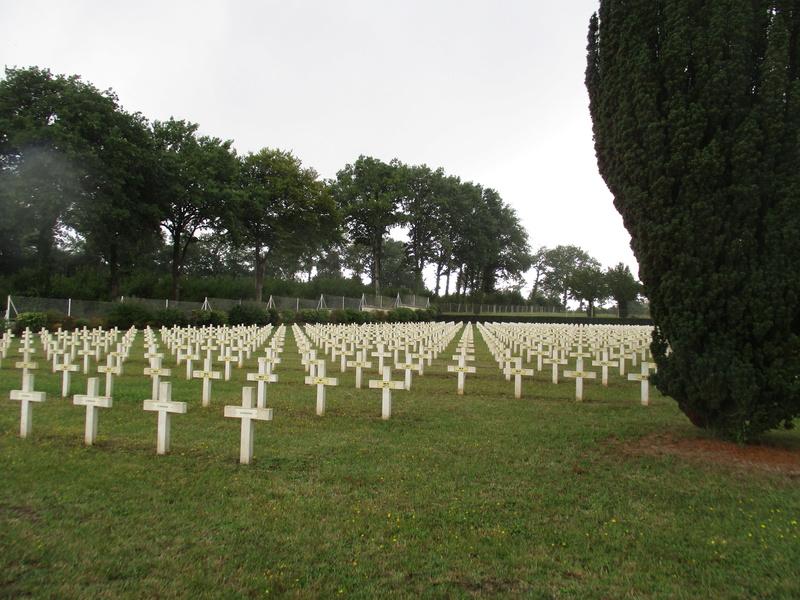[ Histoires et histoire ] LES CIMETIÈRES MILITAIRES FRANCAIS 30510