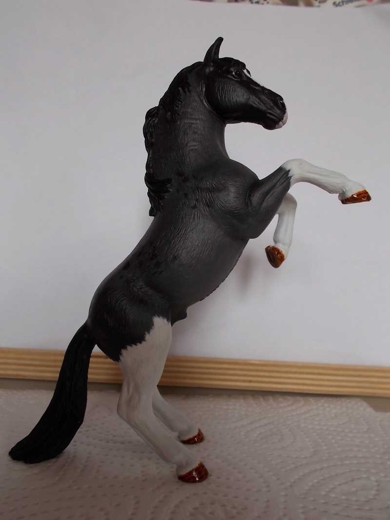 I started with repainting - Schleich horses Blue_r15