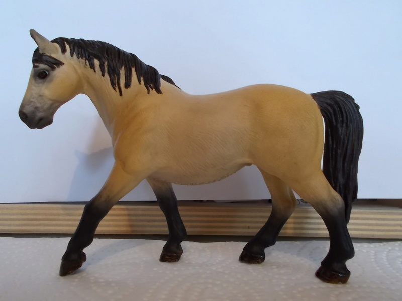 I started with repainting - Schleich horses Falben13