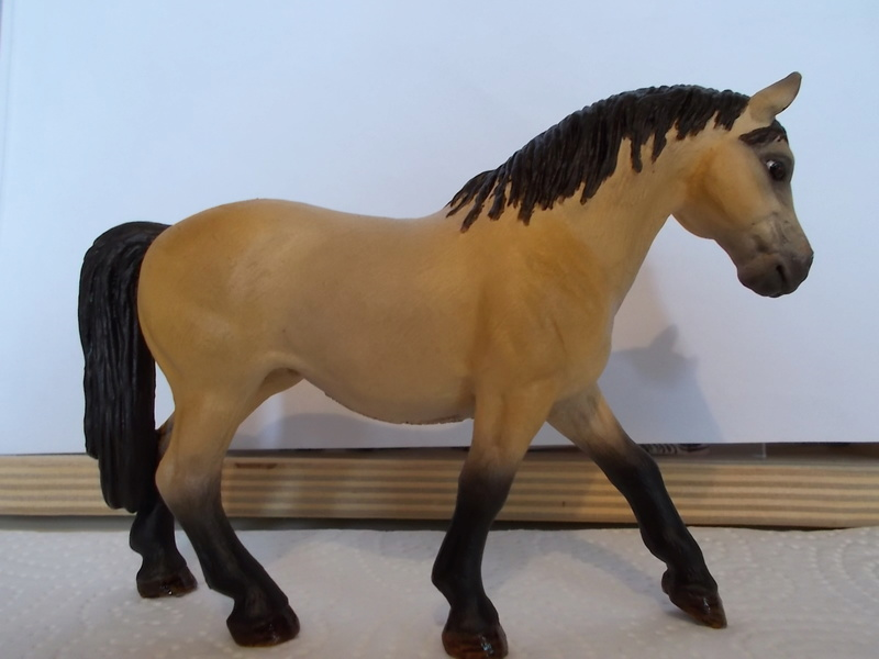 I started with repainting - Schleich horses Falben15