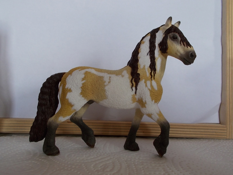 I started with repainting - Schleich horses Falben20