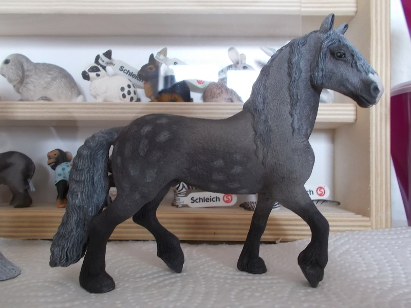 I started with repainting - Schleich horses Friese12