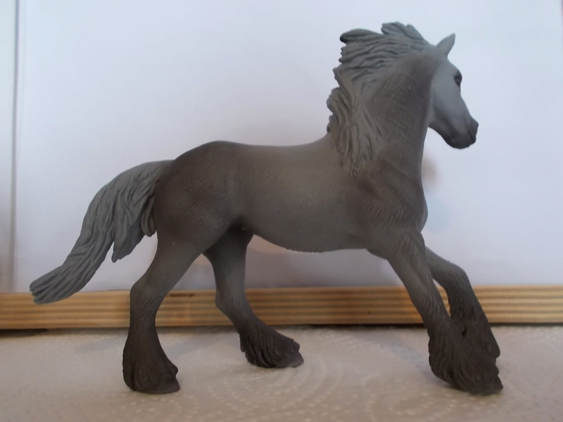 I started with repainting - Schleich horses Friese14