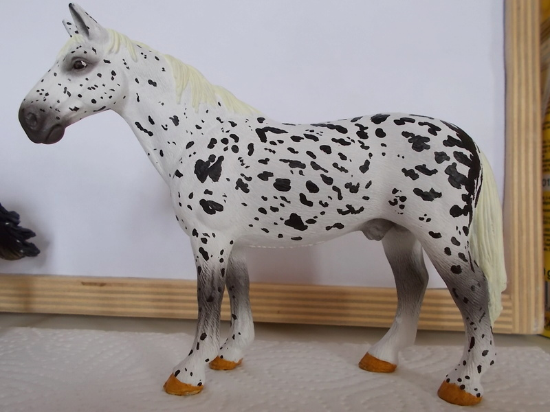 I started with repainting - Schleich horses Hanno_10