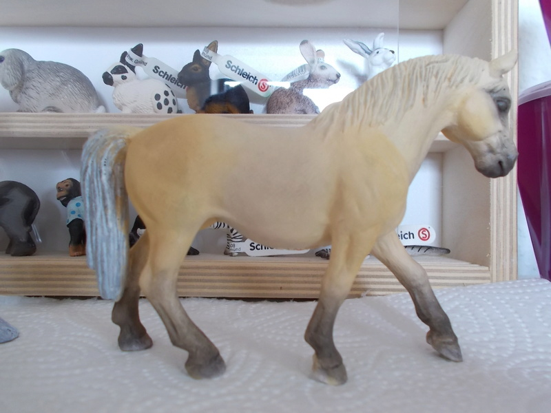 I started with repainting - Schleich horses Lipizz10