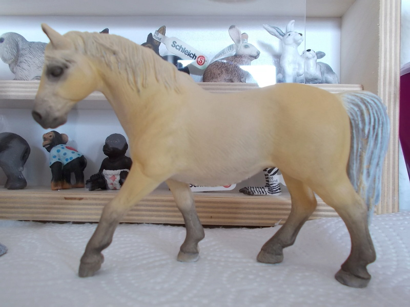 I started with repainting - Schleich horses Lipizz11