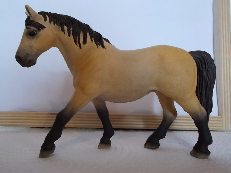 I started with repainting - Schleich horses Lipizz12