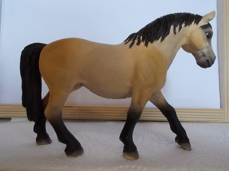 I started with repainting - Schleich horses Lipizz13