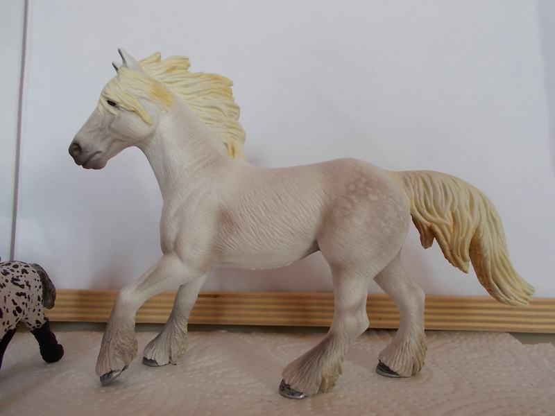 I started with repainting - Schleich horses Schimm31