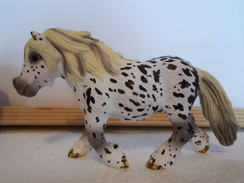 I started with repainting - Schleich horses Shetty12