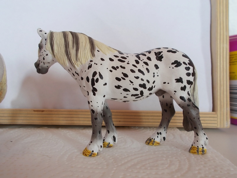 I started with repainting - Schleich horses Tigers14