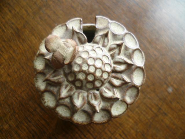 Fun Bee on a Sunflower honey pot - CR. 1979 Marks P1260226
