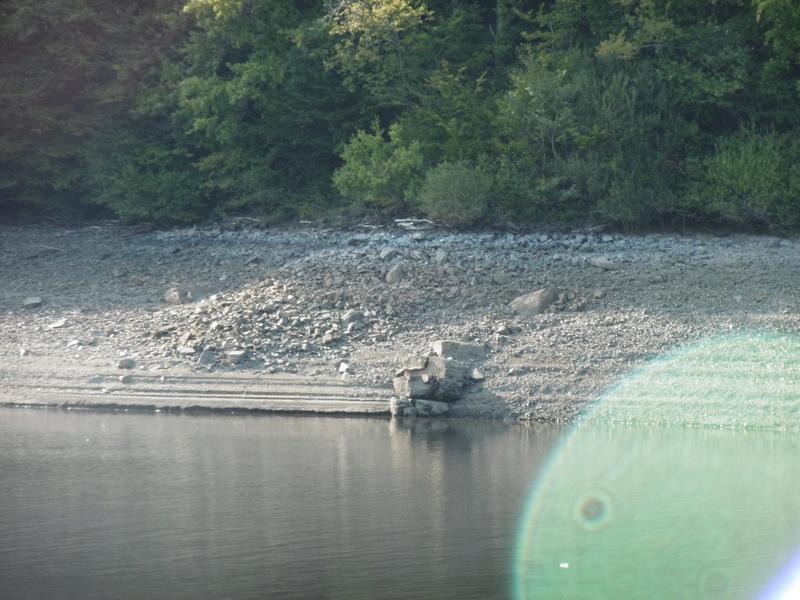 Lac à moins 8 mètres en 2017  P1000628