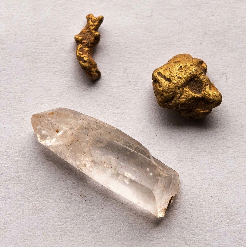 Gold of many types Finds10
