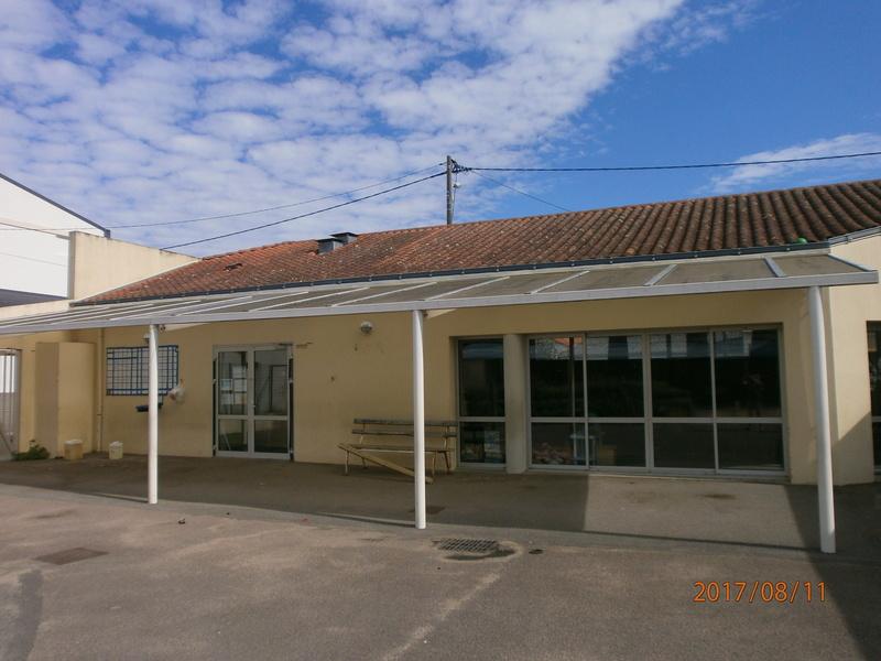 une école est détruite  P8110610