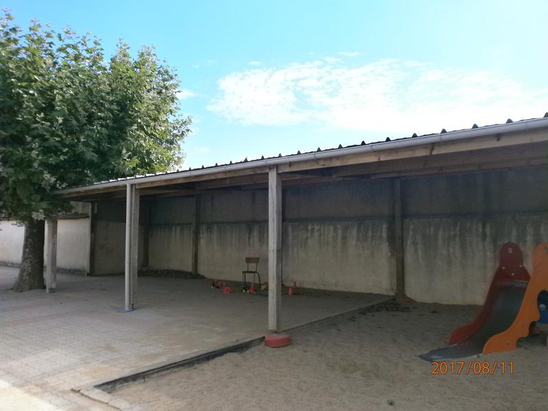 une école est détruite  P8110710