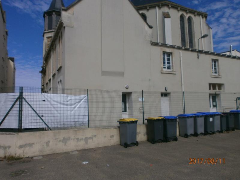 une école est détruite  P8110718