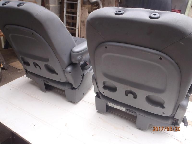 PapyKy, Vend deux sièges centrale et vide poche S4 de 2004 en tissu gris. P3200011