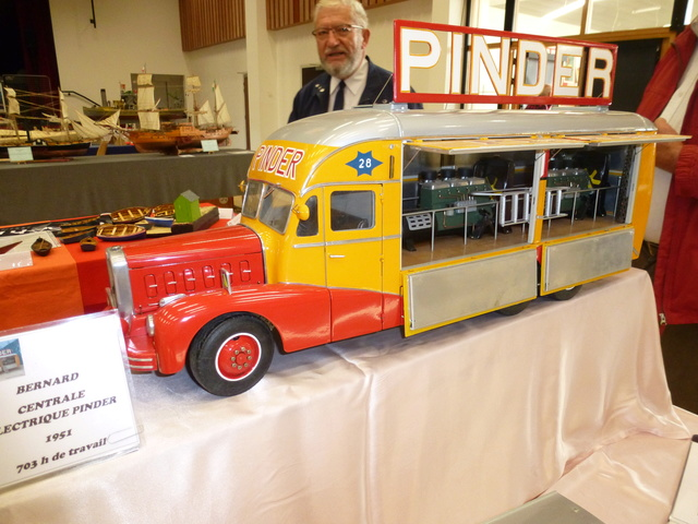 "Superbes véhicules du cirque ""Pinder"" P1100929"